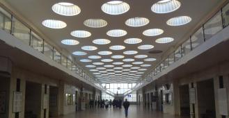 РЖД продает здание с залом центральных железнодорожных касс на канале Грибоедова. Эксперты пророчат ему будущее отеля или офиса