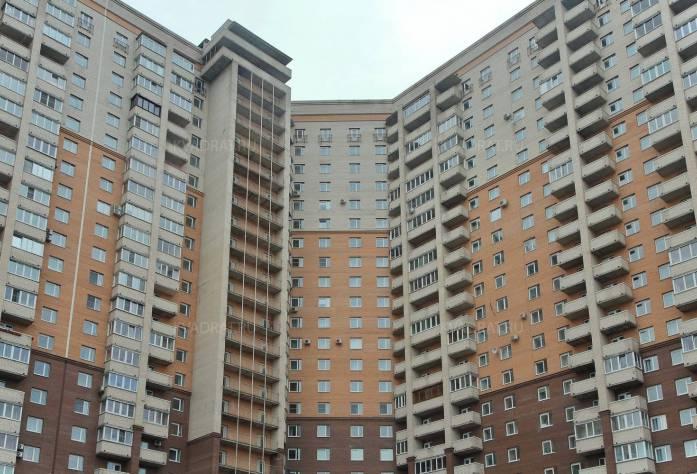 Жилой комплекс «Дом на Коломяжском, 15-1»: вид со двора