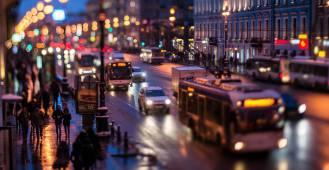 Жители каких регионов планируют переезд  в Санкт-Петербург и Москву